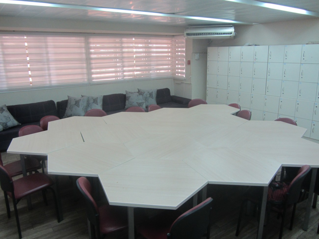 עיצוב חדר מורים | יש כיוון